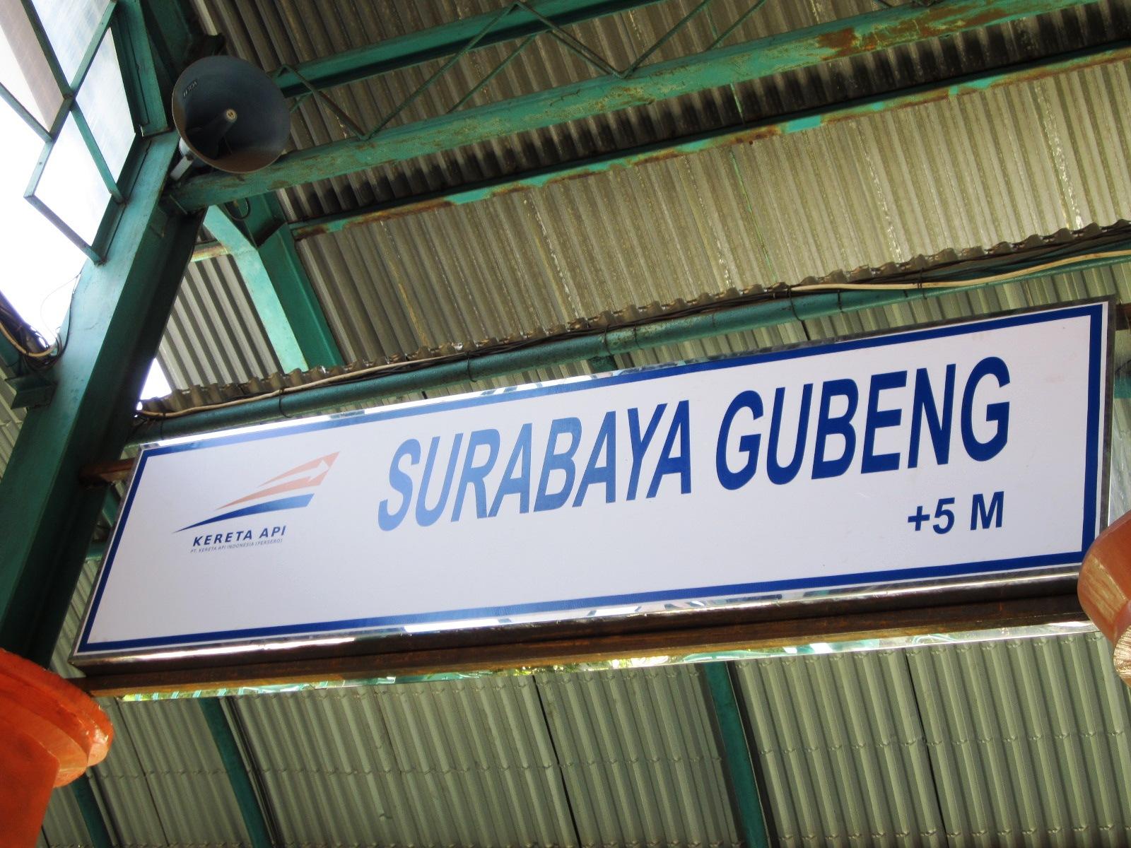AdeknaKemal Jalan2 & Makan2 :D: Foto : Stasiun Gubeng.