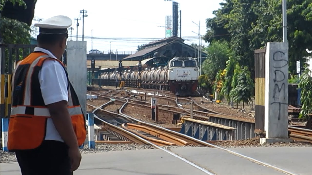 Perlintasan KA Stasiun Gubeng.