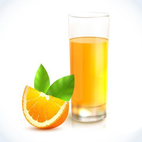 Suco de laranja em vidro.