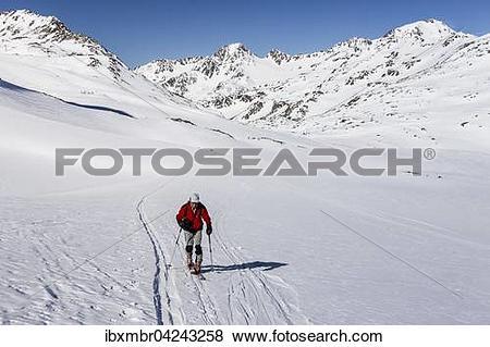 Pictures of Skitourengeher beim Aufstieg auf die Finailspitze.