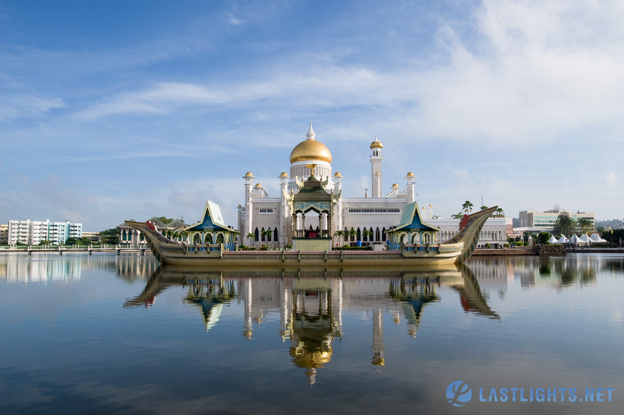 Brunei Photo Gallery feat. Sultan Omar Ali Saifuddin Mosque Photos.