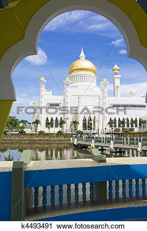 Stock Photography of Sultan Omar Ali Saifuddien Mosque, Brunei.