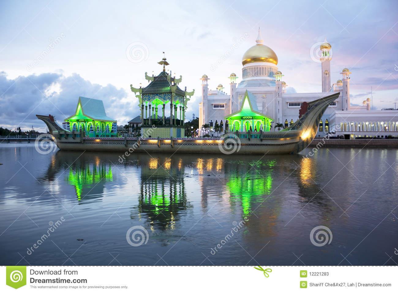 Sultan Omar Ali Saifuddien Mosque, Brunei Stock Photos.