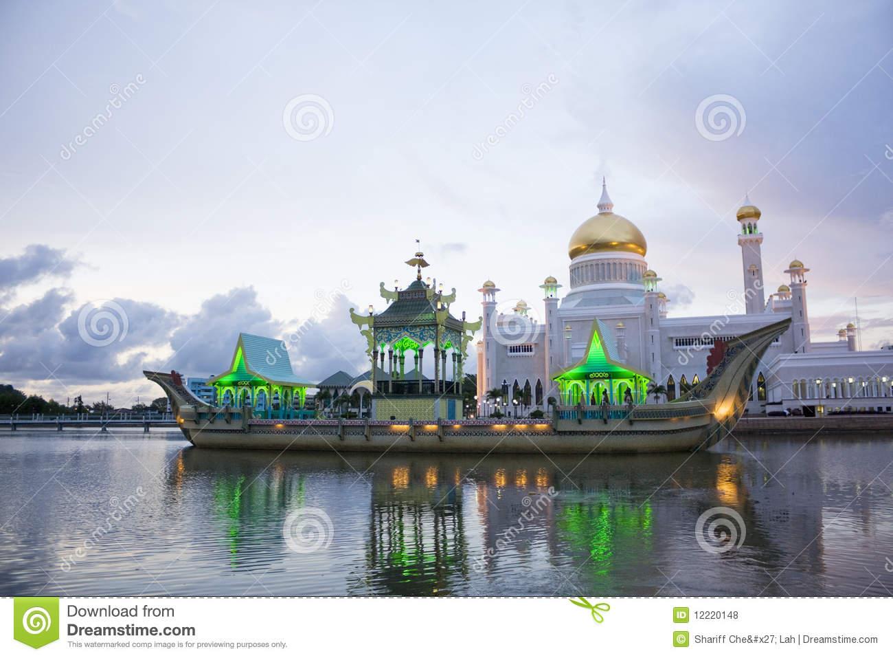Sultan Omar Ali Saifuddien Mosque, Brunei Royalty Free Stock.