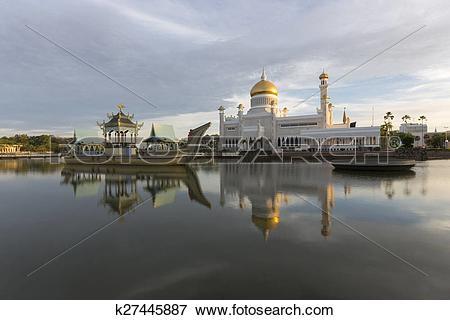 Picture of Sultan Omar Ali Saifuddien Mosque in Brunei k27445887.