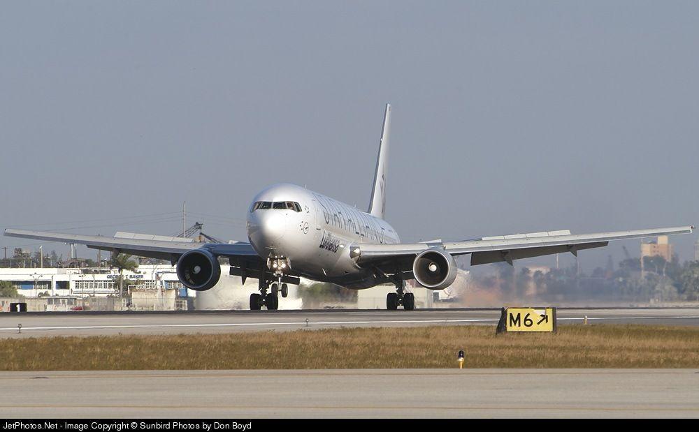 Lufthansa Boeing 767.