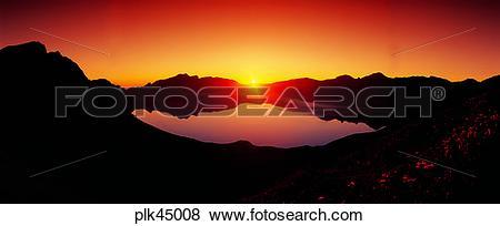 Pictures of red sky, sunset, sunrise, Mt Baekdu, Mt Baekdu crater.