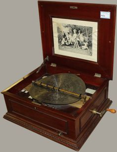 STUNNING ANTIQUE SYMPHONION ROCOCO DISC MUSIC BOX WITH 11 DISCS.