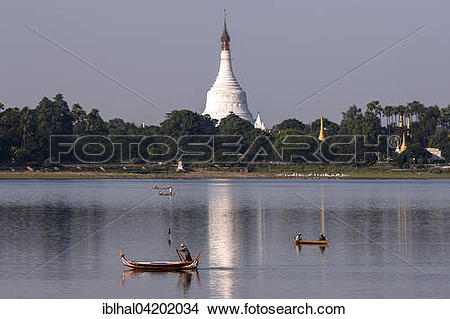 Stock Photo of Taungthaman lake with wooden boats, Pahtodawgyi.