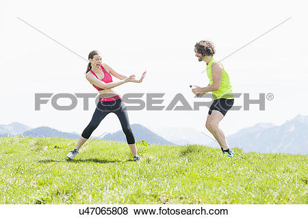 Pictures of Male jogger squirting water at woman, Wallberg.