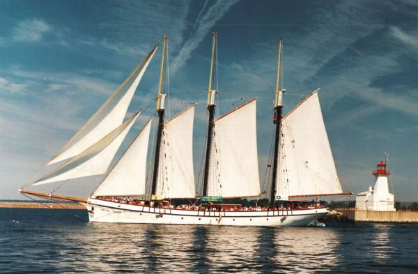 1943 Custom Tall Ship 3.