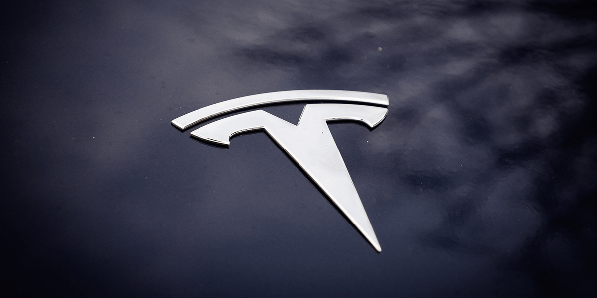 JB Straubel leaves Tesla for consultancy.