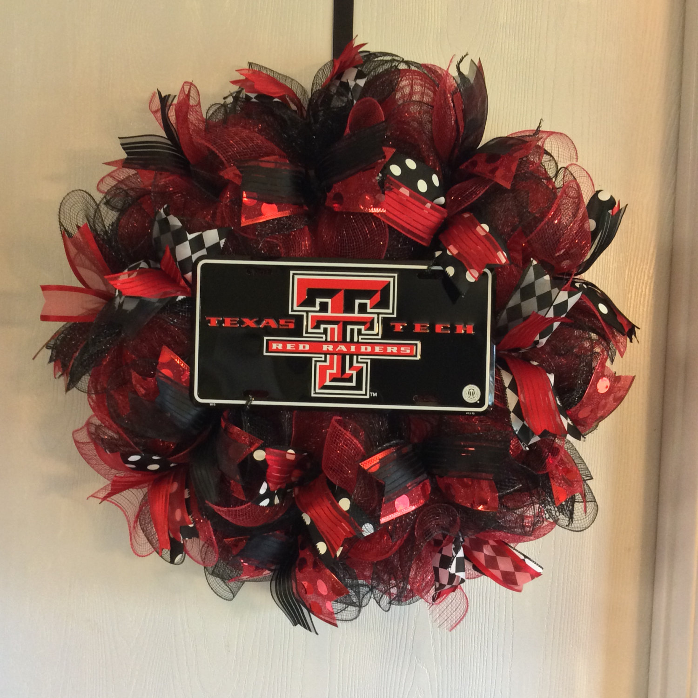 Raiders wreath.