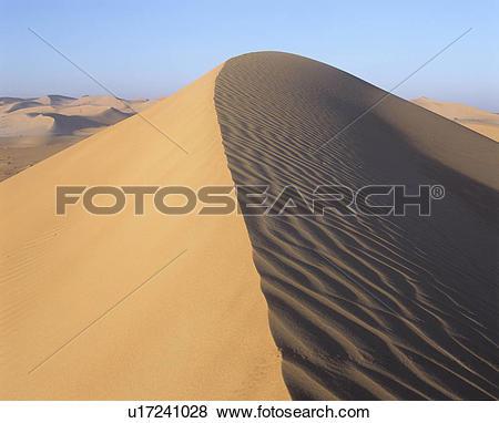 Pictures of Sand dune crest u17241028.