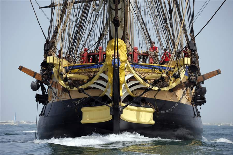 French replica of frigate sets sail for Boston.