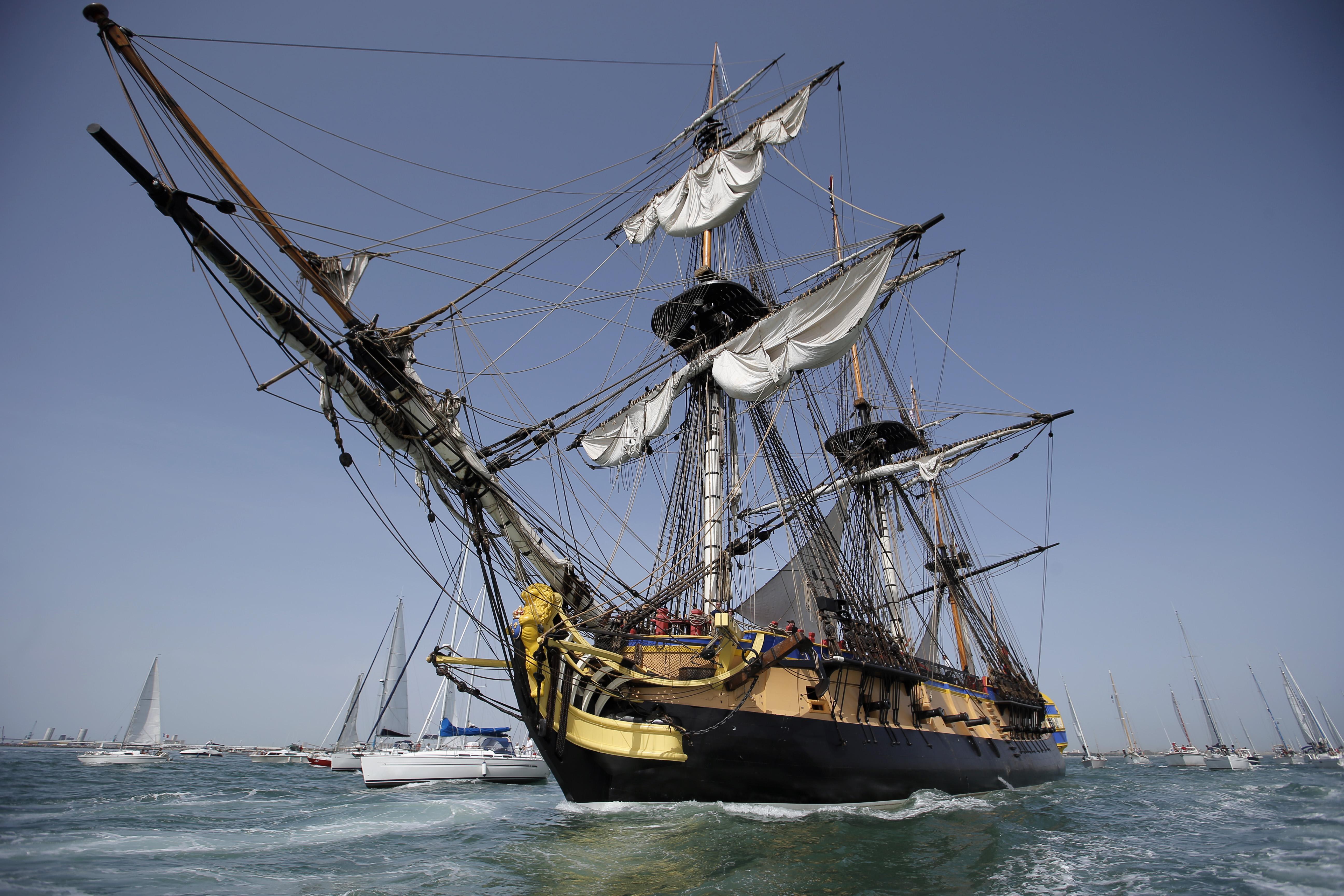 French replica of revolutionary frigate sets sail for Boston.