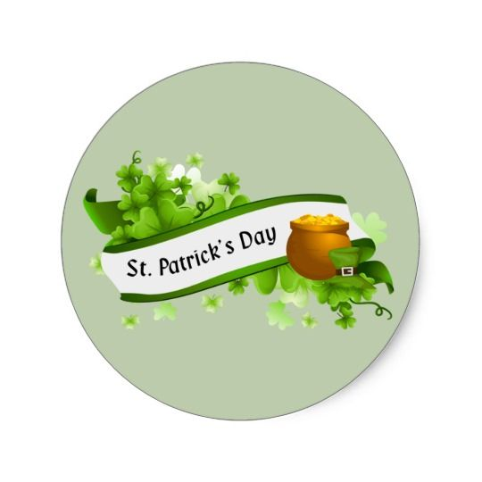 Happy St. Patrick\'s Day text and pot of gold Classic Round.