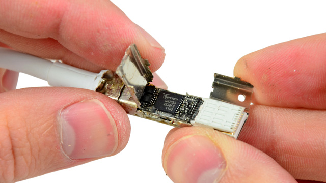 The technology inside Apple's $50 Thunderbolt cable.
