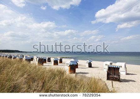 Hooded Beach Chair Lizenzfreie Bilder und Vektorgrafiken kaufen.