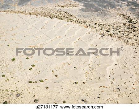 Picture of Desolate torrid California desert u27181177.