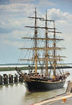 Old Wooden Sailing Ships: They are beautiful.