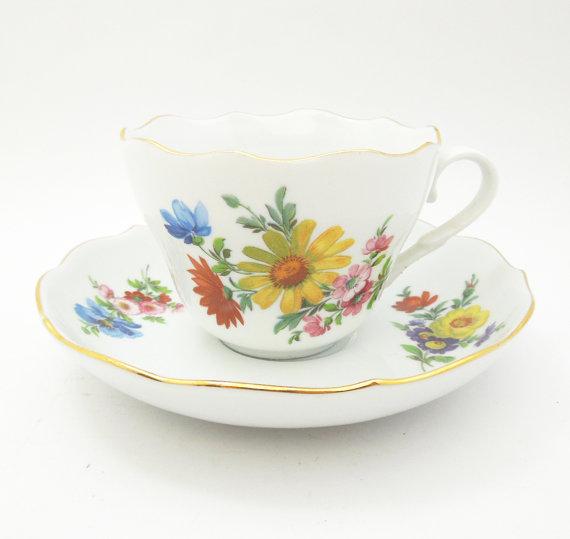 Triptis Porzellan tea cup and saucer Floral von indiecreativ.