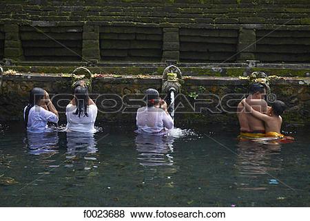 Pictures of Indonesia, Bali, near Ubud, Tirta Empul Temple, sacred.