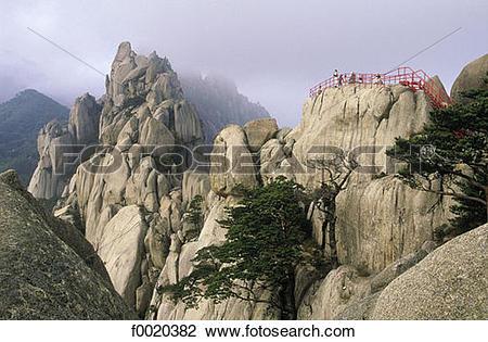 Stock Photo of South Korea, Sorak mountains, Ulsan rock f0020382.