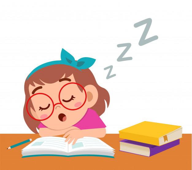 Feliz linda niña duerme mientras estudia en clase.