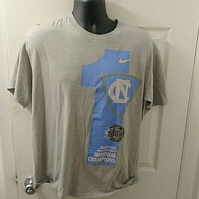 UNIVERSITY OF NORTH Carolina, UNC, T shirt NCAA by Champion.