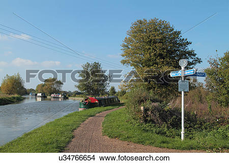 Stock Photo of England, Bedfordshire, Old Linslade. Cycle path and.