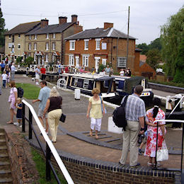 The Grand Union Canal Holiday Cruising Guide and Map..