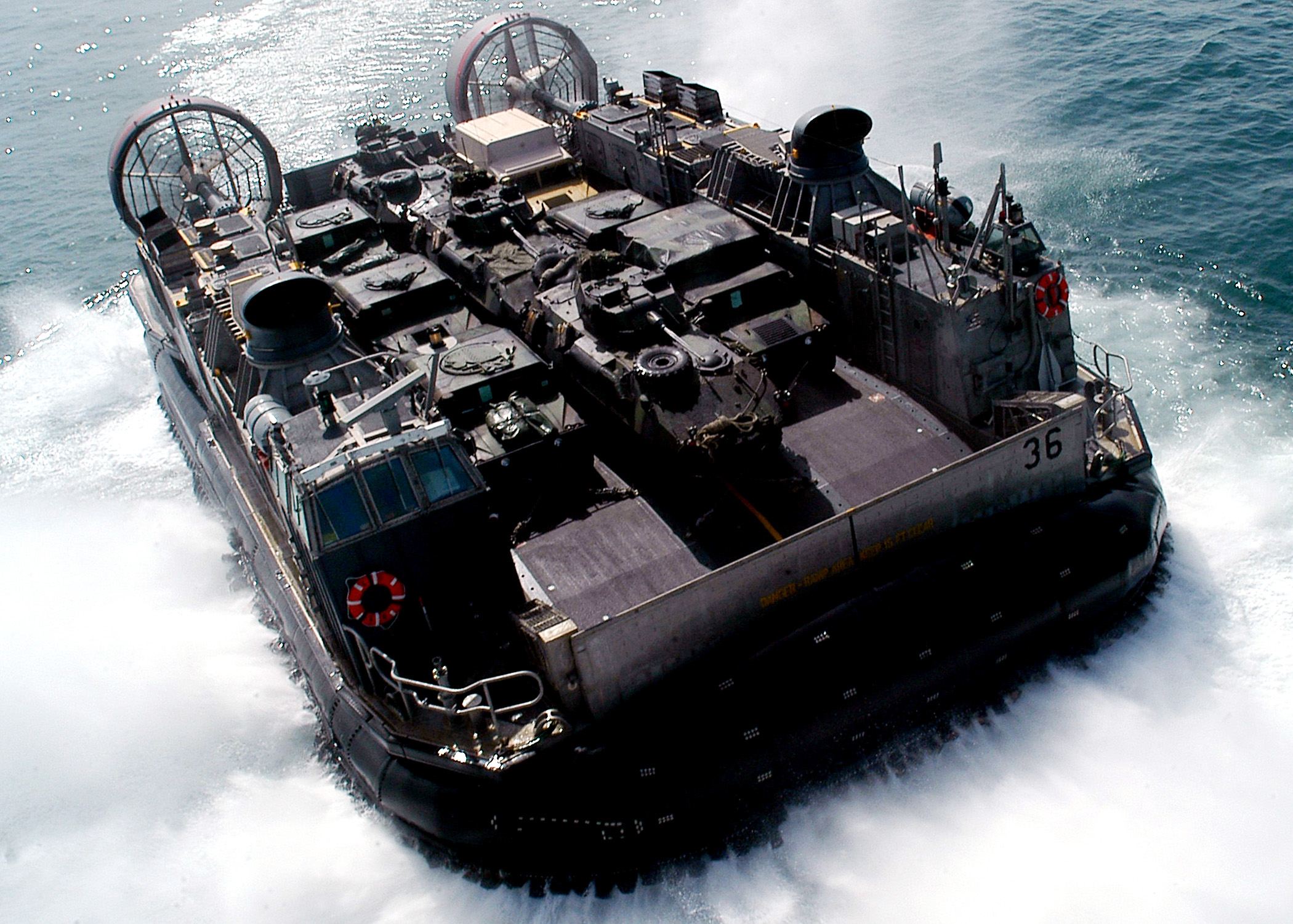 Lcac Leaves Uss Kearsarge Loaded Equipment..