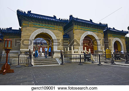 Stock Photography of Tourists at the entrance of a temple.