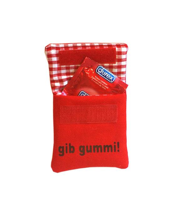 """Artículos similares a """"Caucho dan bolsa de condón rojo."""