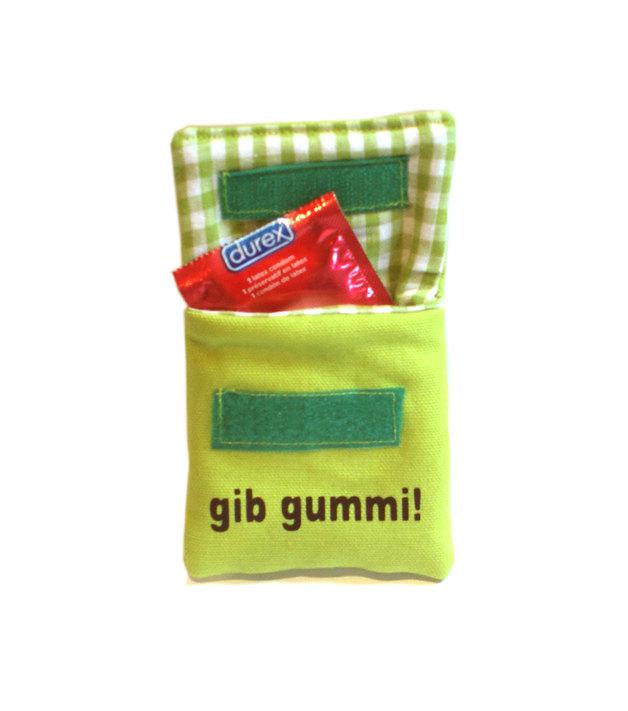 Rubber give green condom pouch Verhüterli by FredbertsGemisch.
