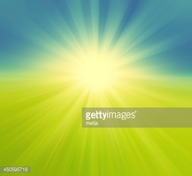Verschwommen Grüne Wiese UND Blauer Himmel MIT Sommersonne Platzen.