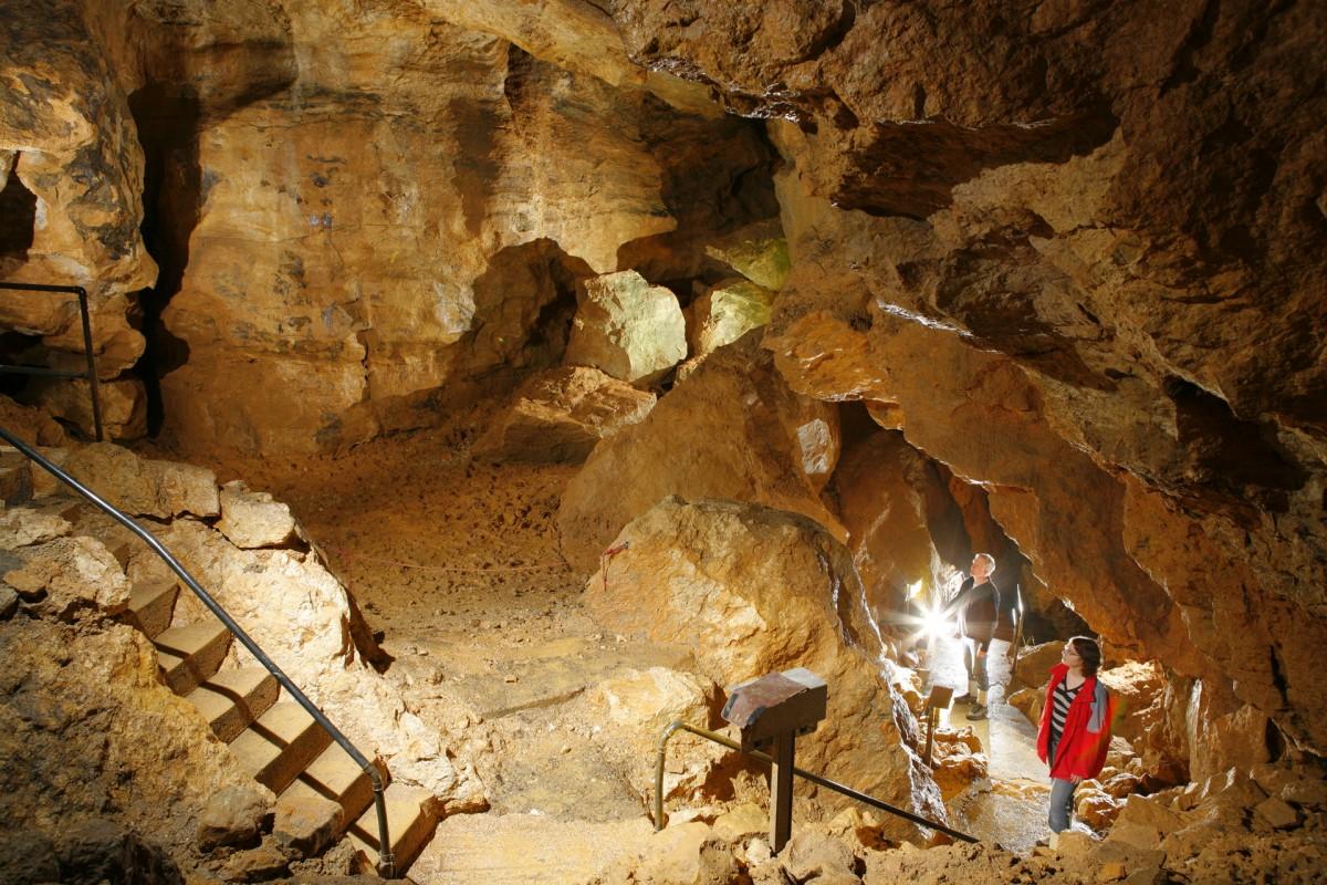 Höhlen.