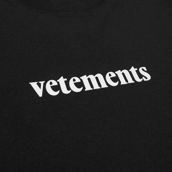 VETEMENTS Logo Tee.