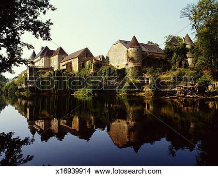 Stock Photo of France, Dordogne, Vezere river and Chateau de Losse.