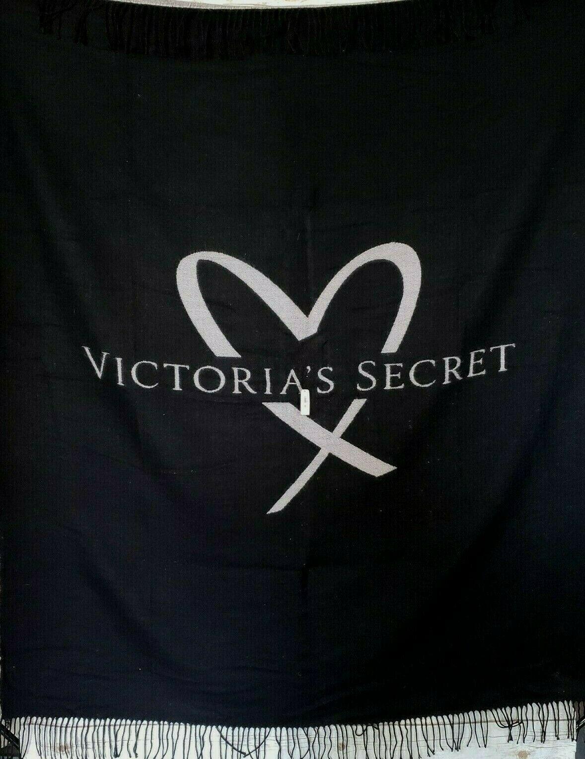 VS Victoria\'s Secret PINK Black Heart Big Logo Fringe Throw Blanket 50\