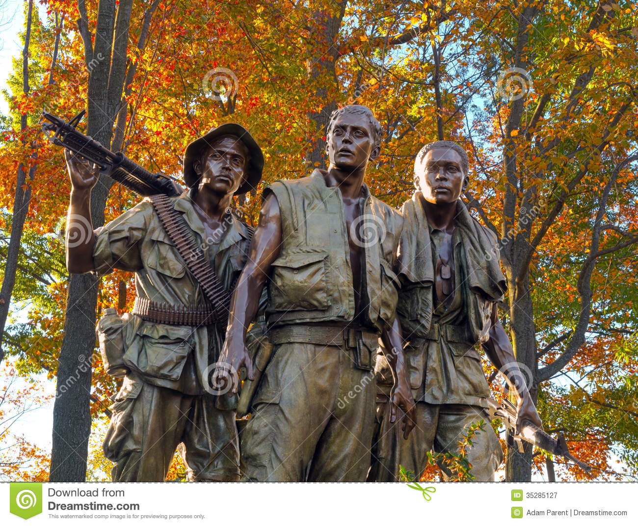 Three Soldiers At The Vietnam Veterans Memorial Royalty Free Stock.