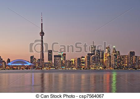 Picture of The landmark Toronto downtown view from the center.