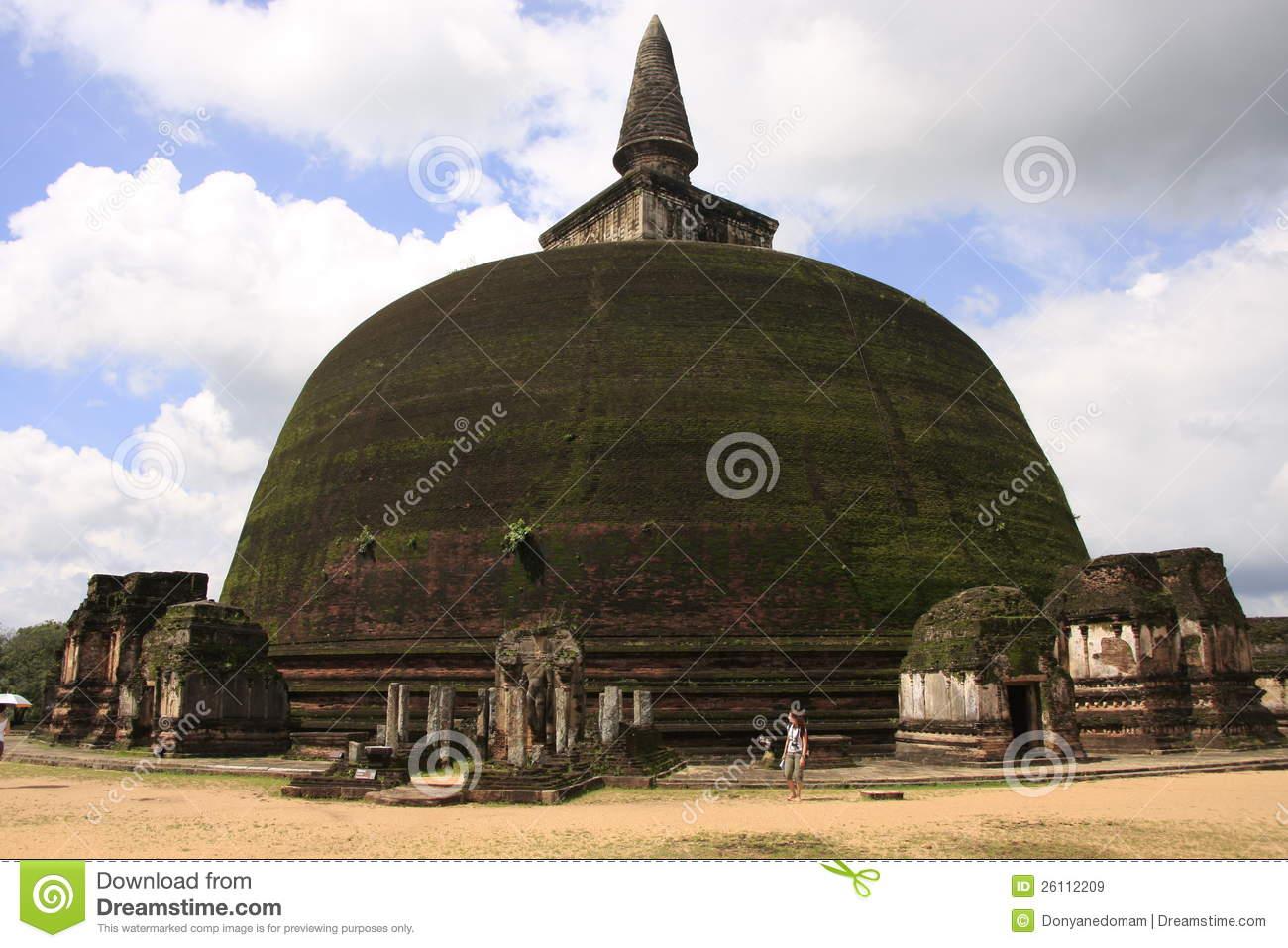 Rankot Vihara (Golden Pinnacle Dagoba), Polonnaruw Royalty Free.
