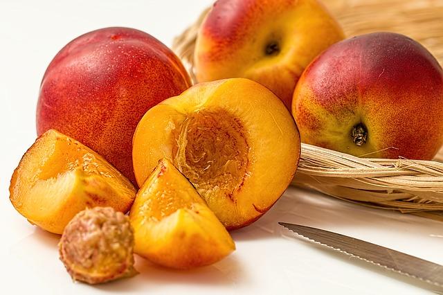 Free photo Pome Fruit Vineyard Peach Peach Flat Peach.