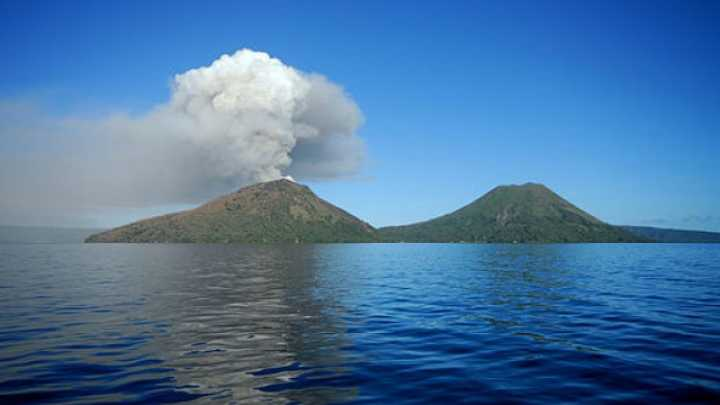 Incredible Video Shows Volcanic Eruption in Papua New Guinea.