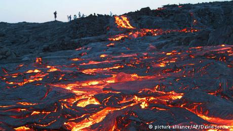Lava From Hawaii′s Kilauea volcano gushes from ′firehose′ into.