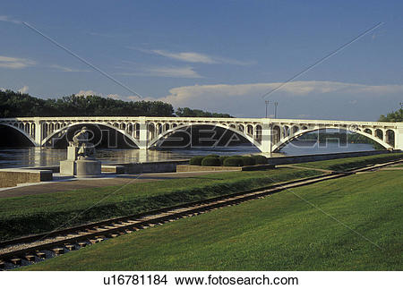 Stock Photo of IN, Indiana, Vincennes, Lincoln Memorial Bridge.
