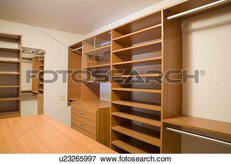 Picture of Empty Walk In Closet u23265997.