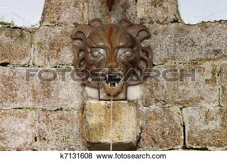 Pictures of Medieval wall fountain k7131608.